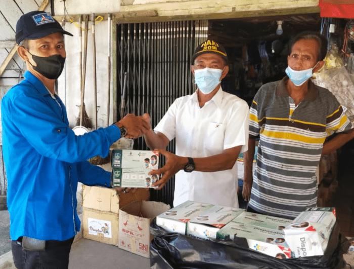 Dapat Bantuan Masker, Kades Peniti Luar Ucap Terima Kasih