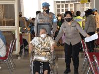 Dalam Rangka Hari Bhayangkara ke 75 secara serentak, Polres Bogor bersama unsur TNI dan Pemerintah Daerah gelar vaksinasi massal