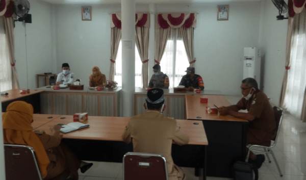 Babinsa Hadiri Rapat Diskusi dan Koordinasi Jajaran pemerintah Kecamatan Mempawah Hilir