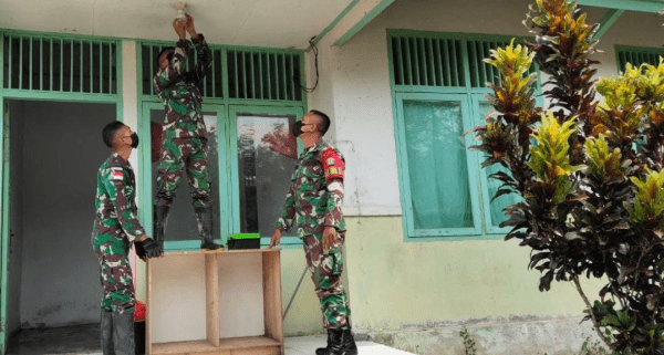 Siapkan Rumah Singgah Isolasi Mandiri, Satgas Pamtas 643 Renovasi Puskesmas