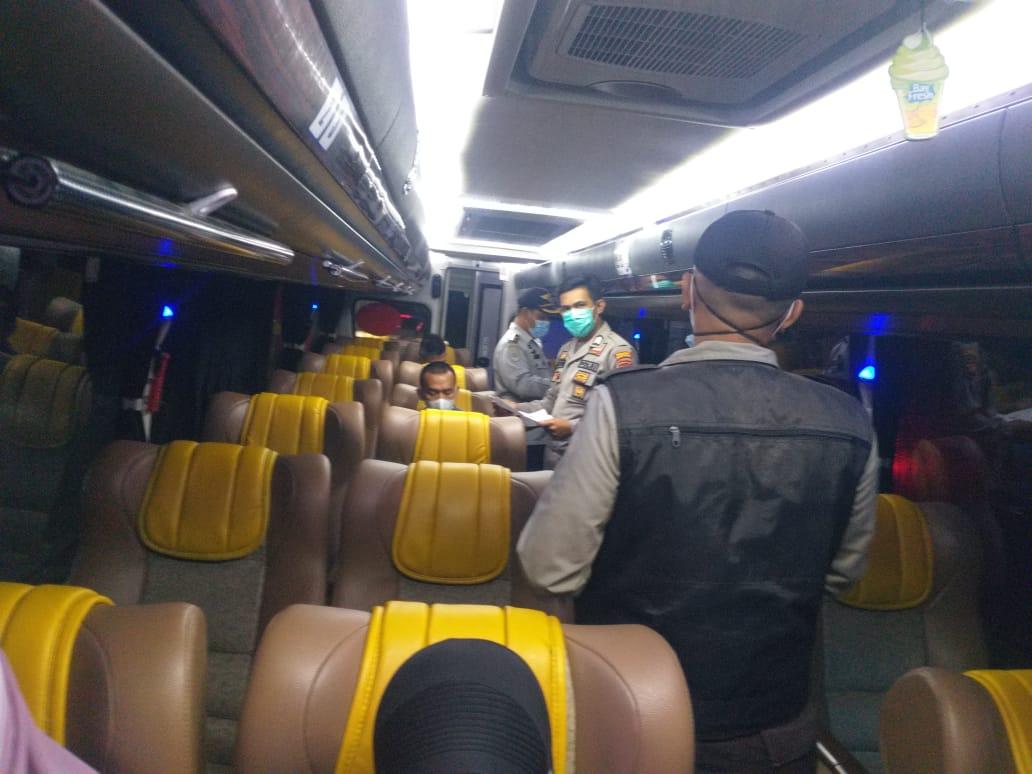 Hari Kedua Larangan Mudik, Petugas Periksa 146 Kendaraan, Rapid Tes 159 Orang, Semua Negatif Covid-19