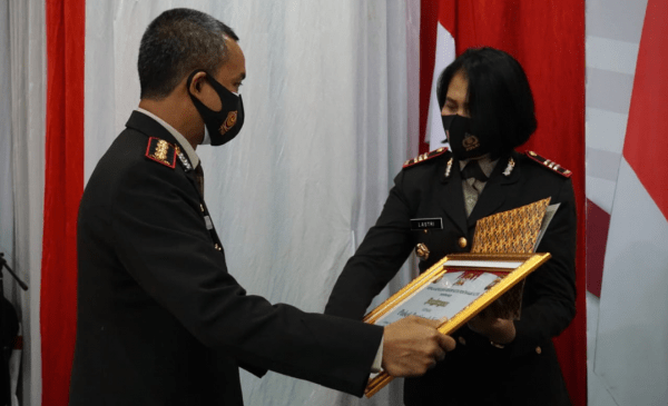 Kapolsek Pontianak Kota Terima Piagam Penghargaan Juara Pertama Perlombaan Asta Siap
