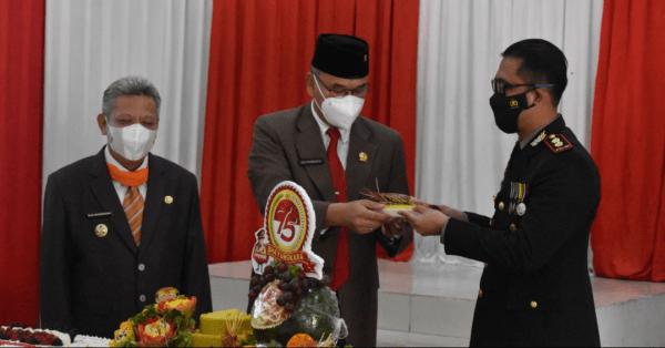 GELAR HUT BHAYANGKARA KE-75 : Bupati Dan Ketua DPRD Kubu Raya Apresiasi Kinerja Polres Kubu Raya Lakukan Mobilitas Vaksinasi Massal