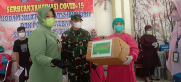 Danrem 121/Abw Berikan Bantuan Serbuan Vaksinasi di Motel Jumbo Sungai Pinyuh
