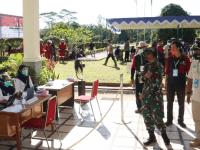 Tinjau Vaksinasi di Kubu Raya, Pangdam XII/Tpr Himbau Masyarakat Kurangi Aktifitas di Luar Rumah