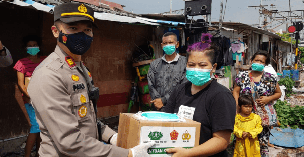 AKP Panji Ali Candra Keliling Ajak Warga Vaksin dan Memberikan Sembako Serta Masker