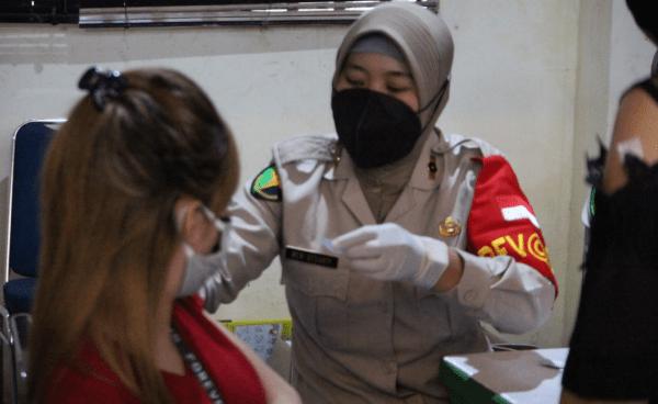 Dukung Vaksinasi Massal Covid-19 Lintas Agama, Polda Kalbar Terjunkan 86 Petugas
