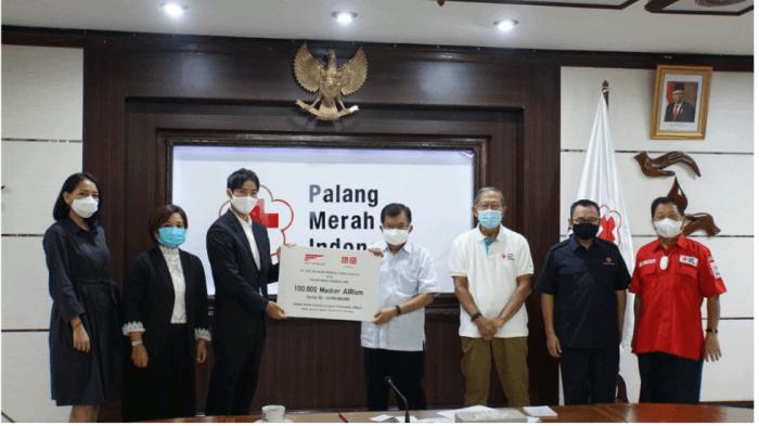 PT Fast Retailing Indonesia Donasikan 100.000 Masker AIRism kepada Palang Merah Indonesia untuk Bantu Mencegah Penyebaran Covid-19