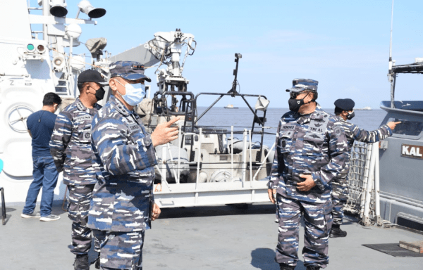 TNI AL mengerahkan 2 Pesud TNI AL Bantu Lantamal XII pontianak SAR Korban Kapal Tenggelam di Perairan Kalbar