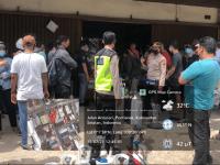 Kapolsek Pontianak Kota AKP Sulastri Lakukan Pengamanan Antrian Pengisian Ulang Tabung Oksigen
