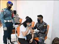 TNI AL – LANTAMAL XII Melaksanakan Serbuan Vaksin Covid-19 Hari Ke-2 Bersama Unsur TNI – POLRI di Universitas Tanjung Pura