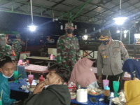 TNI-Polri, Gelar Patroli PPKM Sambangi Kuliner Malam di Terminal Mempawah