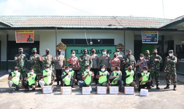 Kunjungi Koramil Bengkayang, Pangdam XII/Tpr Semangati dan Beri Bantuan Satgas PPKM Skala Mikro