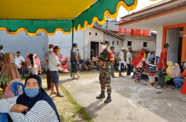 Babinsa Kormail Sungai Kunyit, Kawal dan Dampingi Proses Penyaluran BST