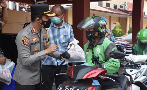 Polres Bogor Memberikan Bantuan Sosial Kepada Driver Ojek Online