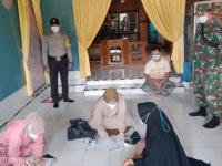 Babinsa Koramil Sungai Kunyit Dampingi Nakes Laksanakan Tes Swab PCR