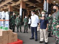 TNI AD Terima 380 Tabung Oksigen Dari SKK Migas dan Kadin