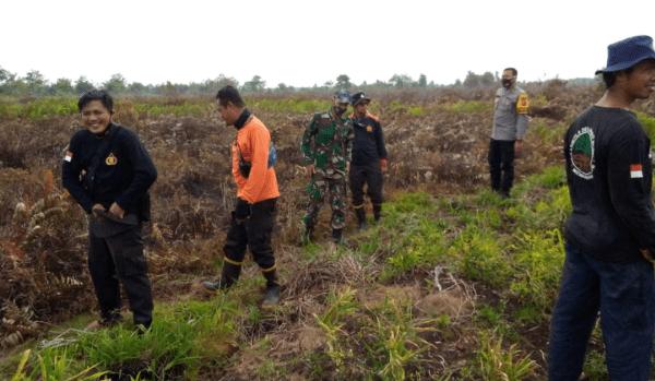 Sering Terjadi Kebakaran Pada Musim Kemarau, Babinsa Parit Banjar dan Polsek Mempawah Timur Laksanakan Patroli