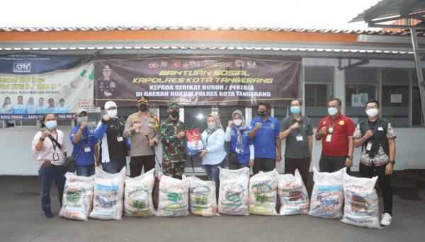 Serikat Buruh Terdampak Covid-19 di PT. VCI Dapat Bansos Dari Polresta Tangerang