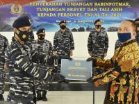 Penyerahan Tunjangan Babinpotmar, Brevet dan Tali Asih Kepada Personel TNI Angkatan Laut TA. 2021