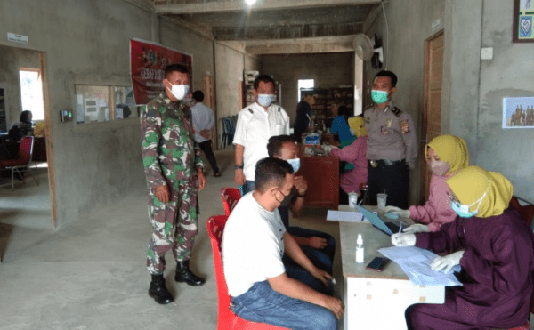 Babinsa Bersama Bhabinkamtibmas Pantau ketertiban pelaksanaan Vaksinasi kepada Warga Binaan