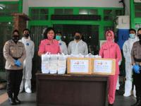 256 Paket Bantuan Berupa Suplemen Makanan Dan Sembako Untuk Para Pejuang Kemanusiaan Dari Polwan Dan Bhayangkari