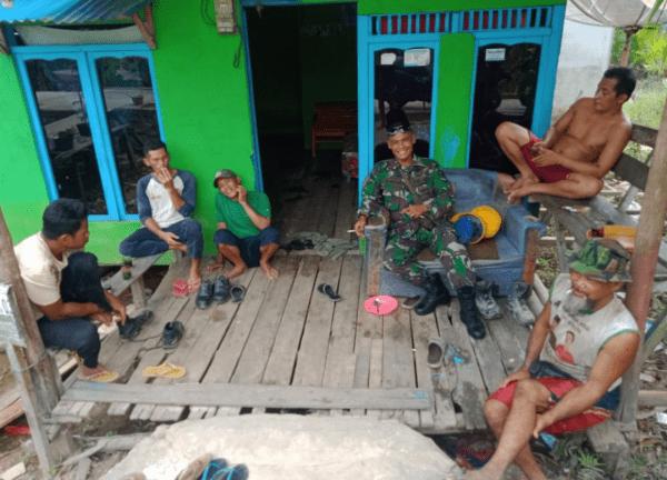 Melalui Komsos Babinsa Koramil Sungai Kunyit Imbau warga Terapkan Prokes