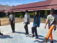 Jelang HUT RI, Babinsa Bersama Bhabinkamtibmas Latihkan Pbb pada Peserta Paskibra