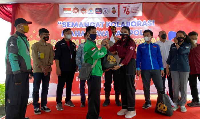 Gabungan 5 Aliansi BEM se Indonesia Bagikan 1.500 Sembako dan Vaksin di Tangerang