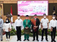 Dalam Rangka HUT RI Ke 76, Wagub Ria Norsan Dampingi Fery Monang Sihite Serahkan SK Remisi Umum Bagi Narapidana dan Anak