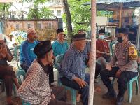 Kapolsek Sungai Kunyit IPTU Joni,SH.,M.AP Bersama Anggota Laksanakan Sambang Duka di Rumah Almarhumah Fatimah