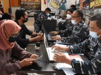 TNI AL LANTAMAL XII KEMBALI MENURUNKAN TIM VAKSINATORNYA DUKUNG SERBUAN VAKSIN TERHADAP MASYARAKAT DI MEGAMAL A. YANI PONTIANAK