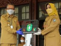 Tegas Erlina: Bantuan Mobil Ambulance Infensius Untuk Penanganan Covid 19 di Kabupaten Mempawah
