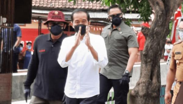Presiden Tinjau Pelaksanaan Vaksinasi Door To Door di Cirebon dan Kuningan
