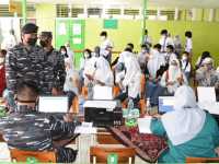 Lantamal XII Laksanakan Serbuan Vaksin Kepada Pelajar, Dalam Rangkaian Kegiatan Peringatan HUT TNI AL ke-76