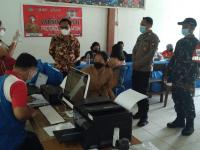 Danramil Menjalin Turun Langsung Dampingan Serbuan Vaksinasi Pelajar di Dua Sekolah