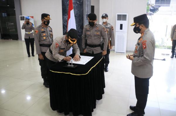 Kapolda Irjen Pol Dr. R. Sigid Tri Hardjanto Merotasi 51 Anggota Kepolisian di Jajaran Polda Kalbar