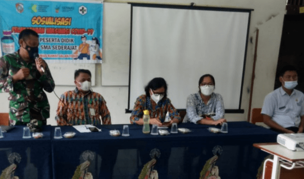 Babinsa Koramil Toho Dampingi Puskesmas Sosialisasi Vaksinasi Covid-19 Kepada Pelajar