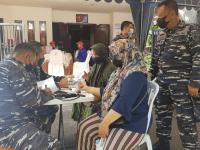Sinergitas Dua Satuan TNI AL, Lantamal V dan STTAL Serbuan Vaksin di Geluran Taman Sidoarjo.