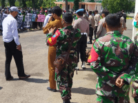 Babinsa Mempawah Hilir Kawal Pelaksanaan Ratusan Unras Karyawan PT. KKJ Didepan Kantor Bupati Mempawah