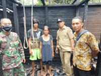 Babinsa Koramil Ngabang Tinjau Lokasi Kebakaran Di Wilayahnya