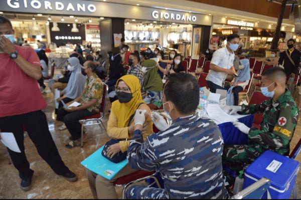 TNI AL LANTAMAL XII TERTANTANG MELAKUKAN SERBUAN VAKSINASI COVID-19 DI EMPAT TEMPAT TERPISAH SECARA SERENTAK DI WILAYAH KALIMANTAN BARAT