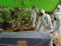 Kawal dan Amankan Pemakaman Jenazah Covid-19, Babinsa Toho Tetap Jaga Kewaspadaan