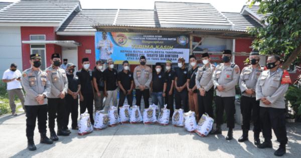 Polresta Tangerang Kawal Baksos Akabri 98 Untuk Pedagang Kaki Lima