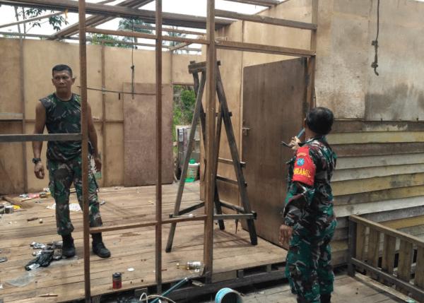 Koramil Mempawah Hilir Laksanakan Karya Bakti TNI RTLH Bedah Rumah Warga