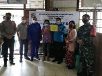 Dampingi Penyaluran Dana BLT-DD, Babinsa Toho Imbau Tingkatkan Disiplin Prokes