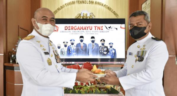 Tasyakuran HUT TNI Ke 76 di Kampus Prajurit Teknokrat STTAL