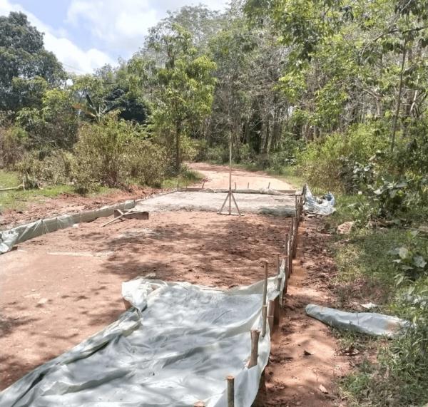 Di Duga Pekerjaaan Rebat Beton Jalan Padat Karya Desa Kelakik Terkesan Tidak Ada Pemilik Karena Tidak Memasang Papan Plang Proyek