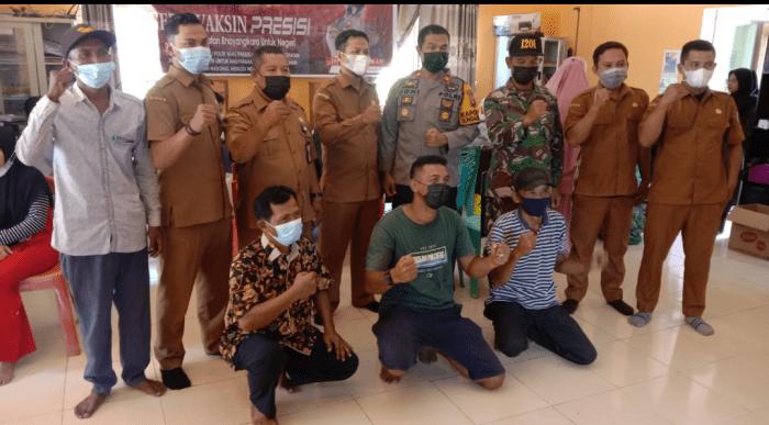 Pantau Perlaksanaan Vaksinasi, TNI-POLRI Kecamatan Sungai Kunyit Himbau Warga Jangan Ragu