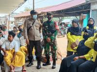 Peran Aktif Babinsa Koramil 01/Jungkat, Dampingi Anak – Anak Desa Purun Besar Khitanan Massal
